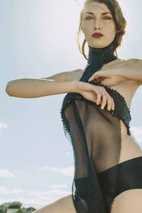 FOTOGRAFÍA: Santiago Gomez Maquillaje: Isis Diaz Make Up MODELO: Bianca Elena Voinea