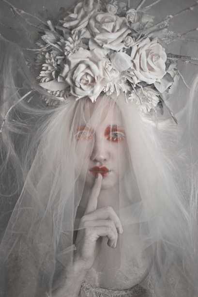 Photographer: Nao Gallart Photograph Hair and makeup: Isis Diaz Make Up Model:Mady Palade